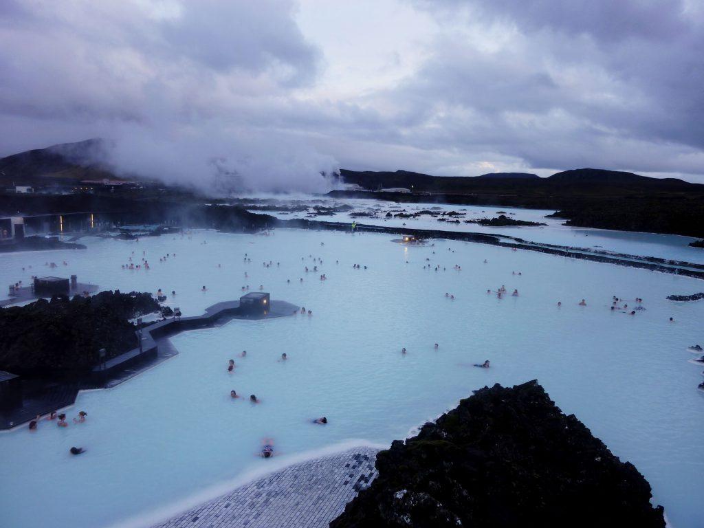 Heiß, heißer, Blaue Lagune. Im Geothermalbad ist das Wasser kuschlige 39 Grad warm.
